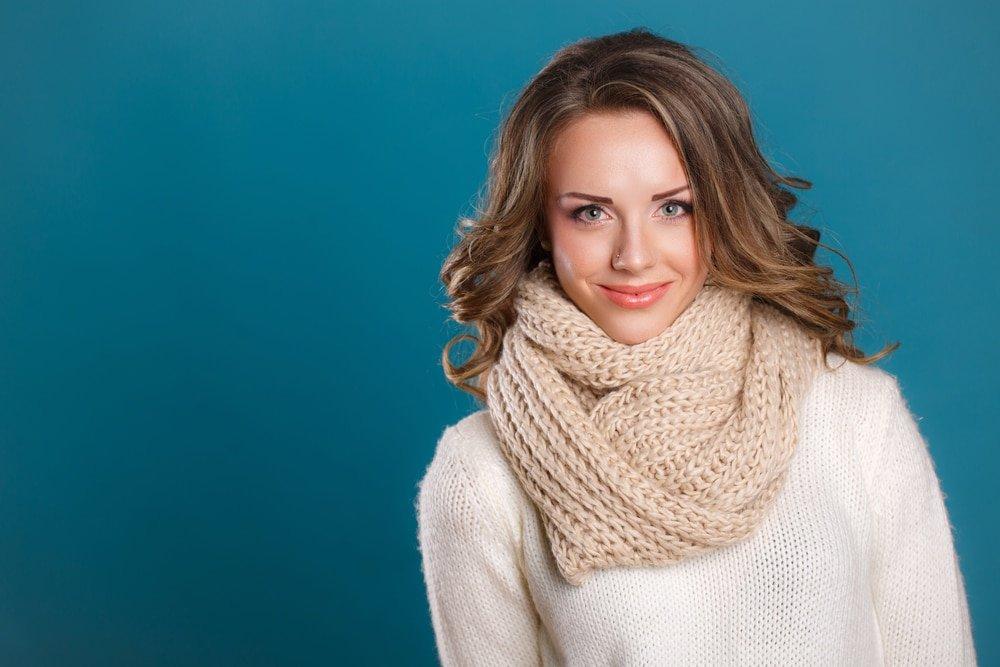 девушка в шарфе снуд