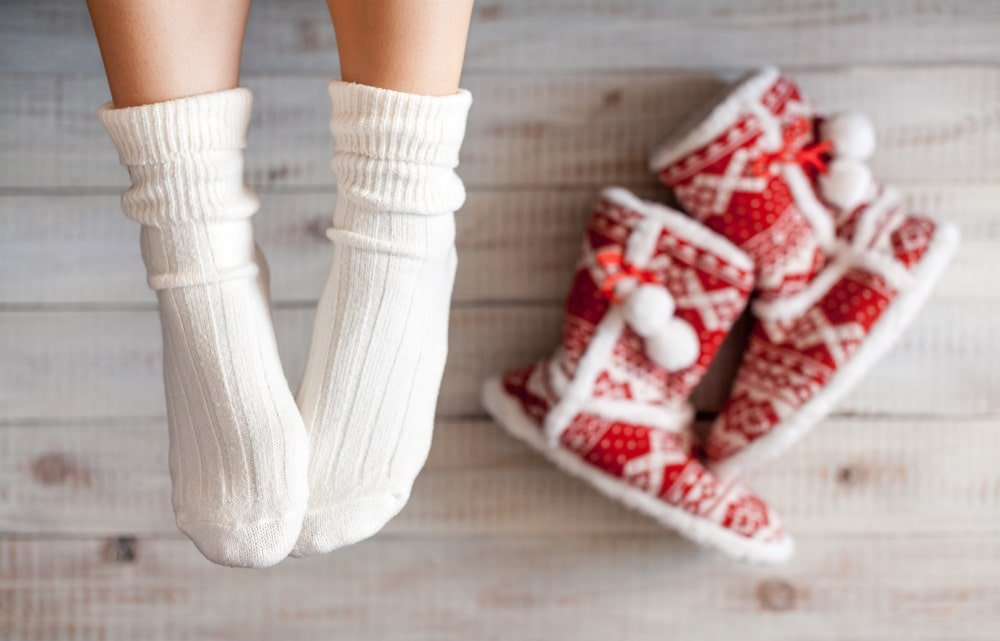 девушка в вязаных носках