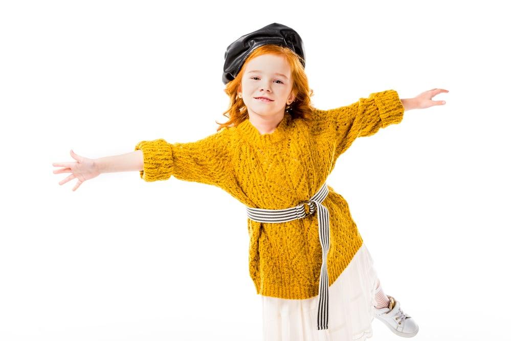 девочка в свитере