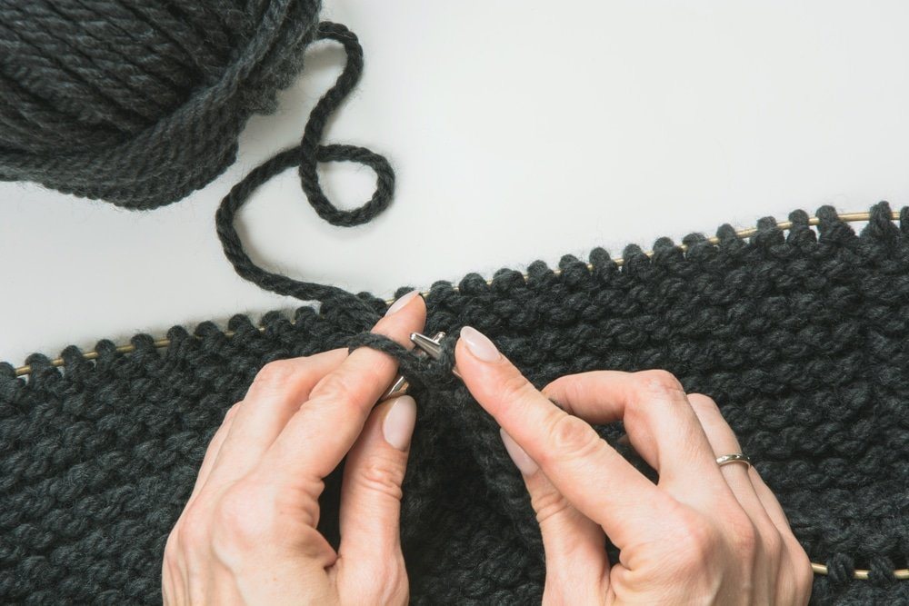 Особенности вязания хомута на шею спицами